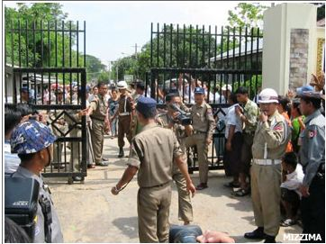 In this file photo, a crowd gathers around Insein Prison on May 17, 2011, the first day of the release of 1,600 prisoners as part of a sentence commutation by the newly formed Burmese government. Photo: Mizzima