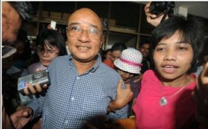 The comedian Zarganar arrives in Rangoon airport after being freed from prison under a presidential amnesty. Photo: AFP