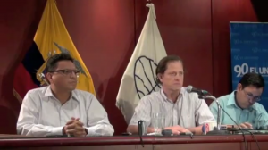 Carlos Pérez (center) the co-director of El Universo in a press conference regarding the case
