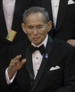 490px-King_Bhumibol_Adulyadej_2010-9-29