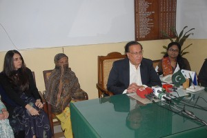 Salmaan Taseer, governor of Punjab, visiting Aasia Bibi in prison in 2010. Photo: Salmaan Taseer, Flickr Creative Commons (11/20/10)