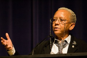 Poet Nikki Giovanni speaking at Emory University in 2008. Photo: Creative Commons