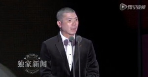 Chinese director Feng Xiaogang on April 12 accepting his award for Best Director at the China Film Directors Guild. Photo: BeijingCream via Youtube.