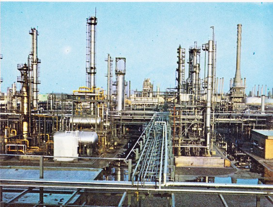 Abadan Petrochemical Complex in Gachsaran, Iran. Photo via Wikimedia Commons.
