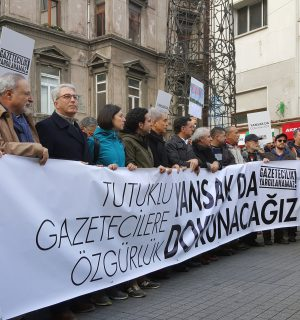 A protest formed in solidarity with journalists Can Dündar and Erdem Gül. Image via Wikimedia Commons.
