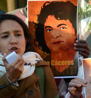 Daughter of Berta Cáceres during a protest for Berta Cáceres' assassination.  Image via Flickr user: Comision Interamericana de Derechos Humanos