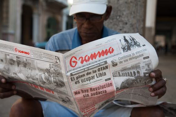 A man reading Granma, the official newspaper of the Communist Party of Cuba. Image by Jorge Royan via Wikimedia Commons.