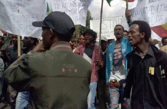 Oromo protesters in Ethiopia. Image via Flickr user: Gadaa.com